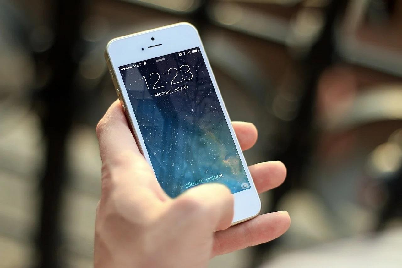 Potrzebna wymiana szybki w iPhone – gdzie szukać fachowców?
